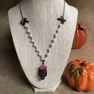 Betsey Johnson Jewelry - EUC Betsey Johnson Skull necklace.